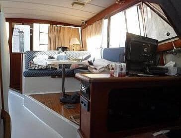 1987 Bayliner 32 - image 4