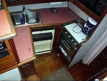 1987 Bayliner 32 - image 9