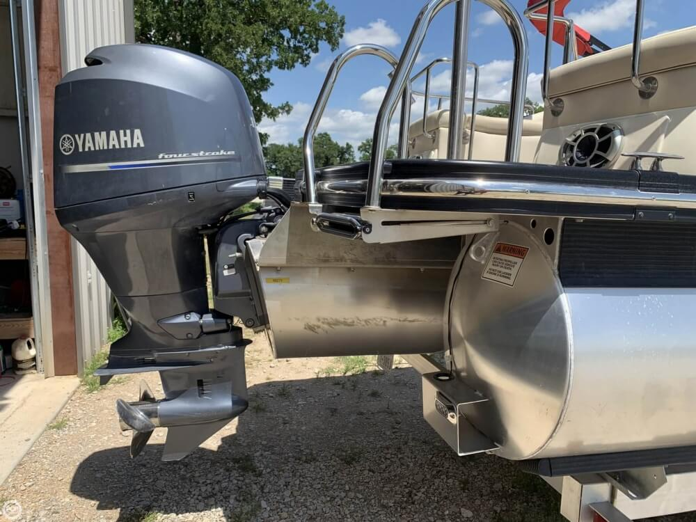 2015 Bennington boat for sale, model of the boat is 2275 RCW & Image # 10 of 41