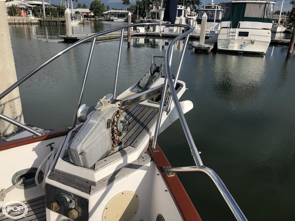 1989 Grand Banks boat for sale, model of the boat is 36 & Image # 17 of 40