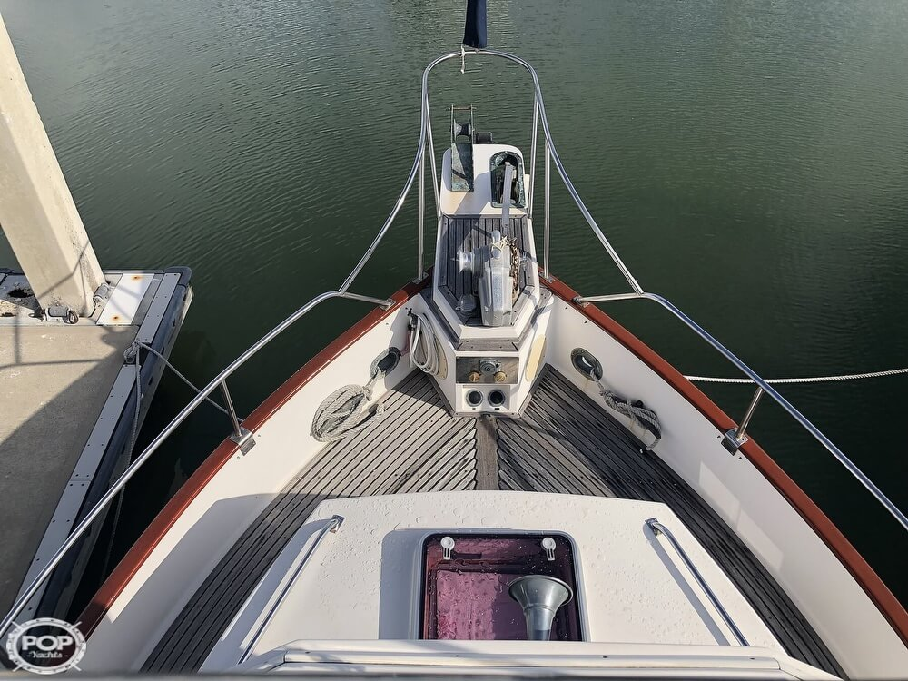 1989 Grand Banks boat for sale, model of the boat is 36 & Image # 14 of 40