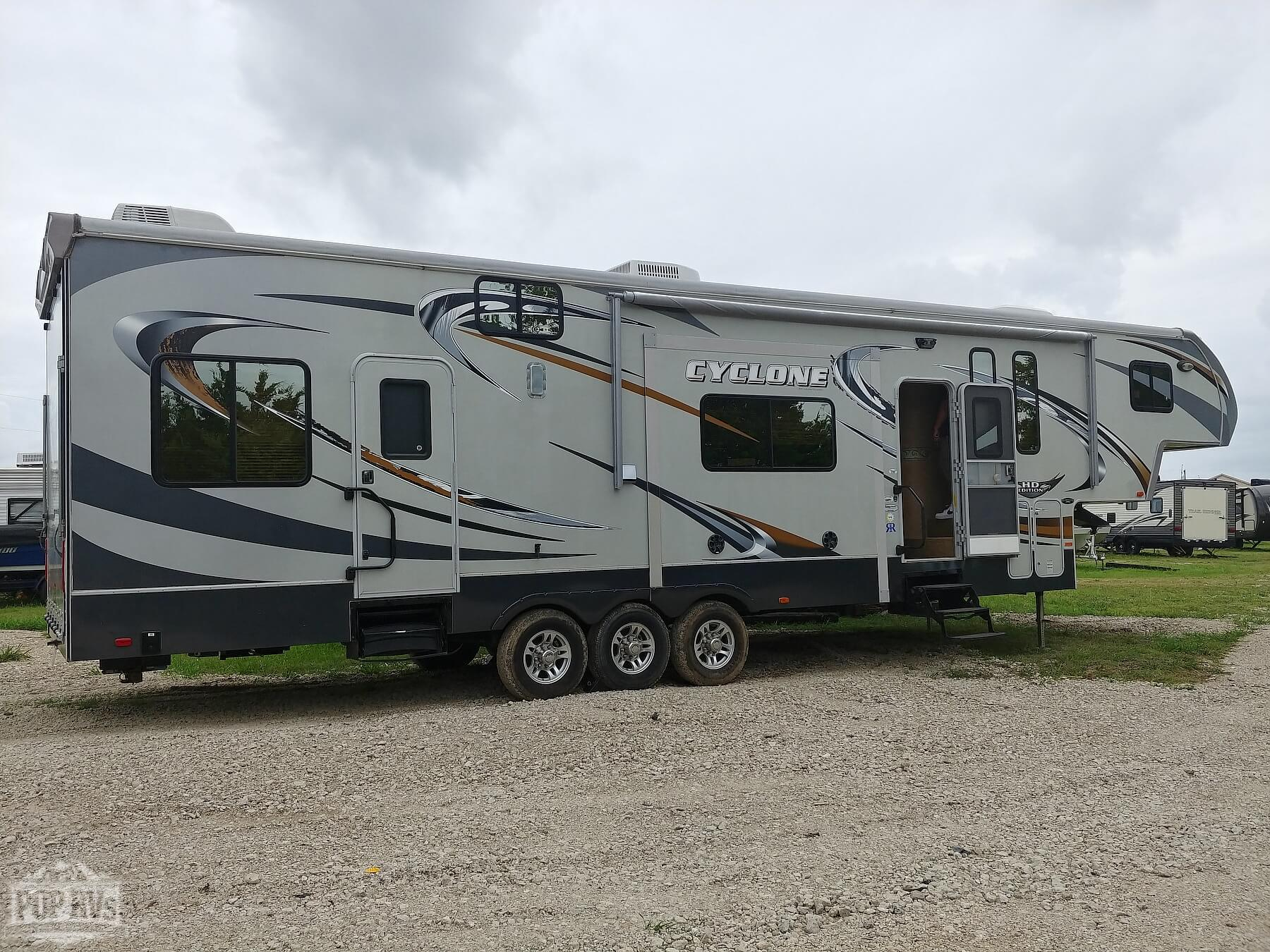 Cyclone Toy Hauler >> 2011 Cyclone Toy Hauler 370c Harley Davidson Edition For Sale