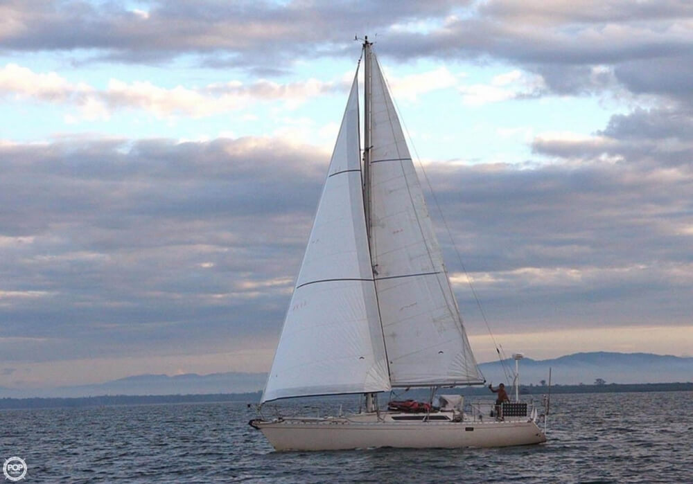 1982 Beneteau boat for sale, model of the boat is First 38 & Image # 5 of 40