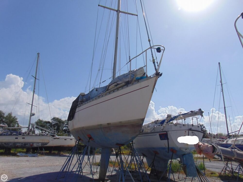 1982 Beneteau boat for sale, model of the boat is First 38 & Image # 17 of 40