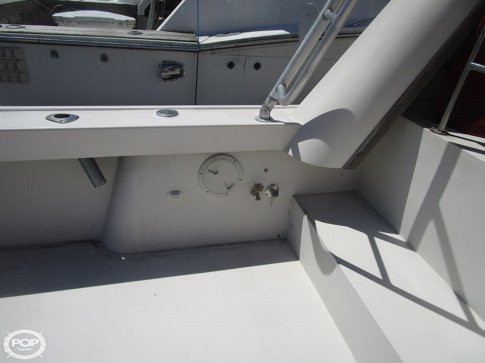 1986 Luhrs boat for sale, model of the boat is 340 Sport fisherman & Image # 11 of 40