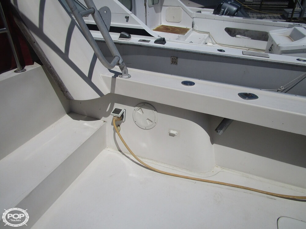 1986 Luhrs boat for sale, model of the boat is 340 Sport fisherman & Image # 16 of 40