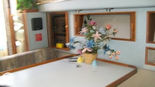1988 Sea Ray boat for sale, model of the boat is 300 Sundancer & Image # 7 of 10