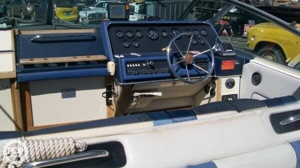 1988 Sea Ray boat for sale, model of the boat is 300 Sundancer & Image # 9 of 10