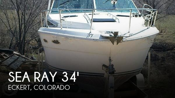 1988 Sea Ray boat for sale, model of the boat is 300 Sundancer & Image # 1 of 10