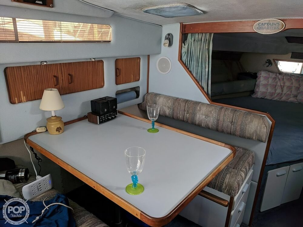 1989 Sea Ray boat for sale, model of the boat is 300 Sundancer & Image # 24 of 40