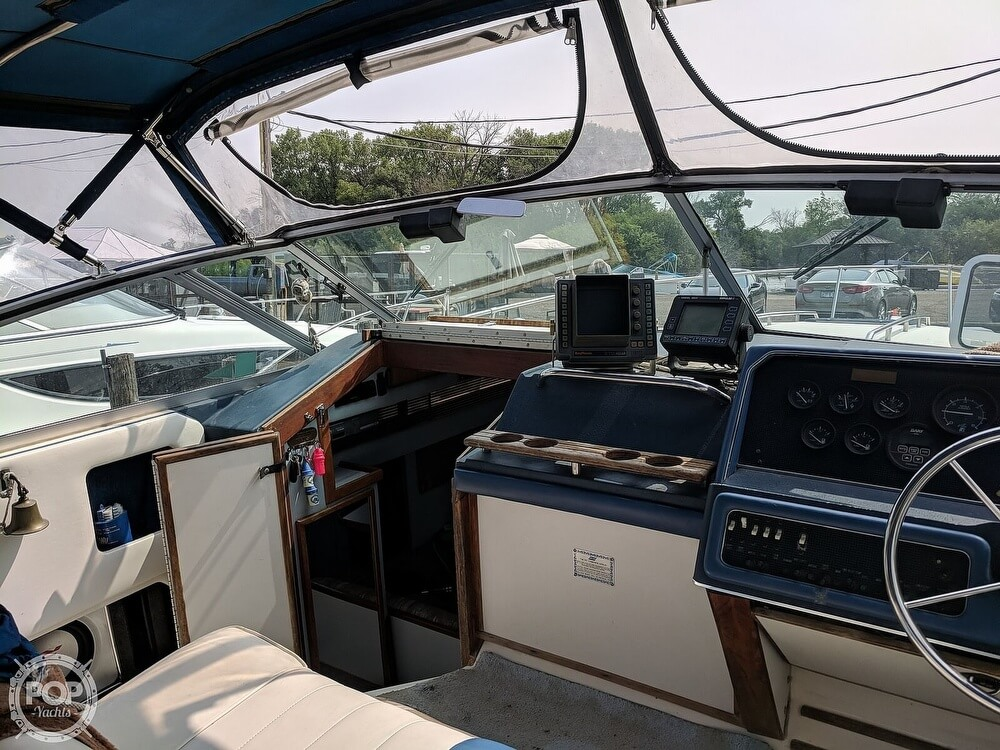 1989 Sea Ray boat for sale, model of the boat is 300 Sundancer & Image # 32 of 40