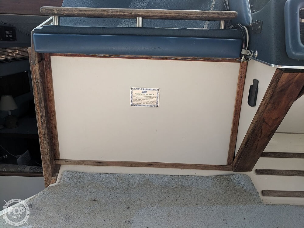 1989 Sea Ray boat for sale, model of the boat is 300 Sundancer & Image # 34 of 40