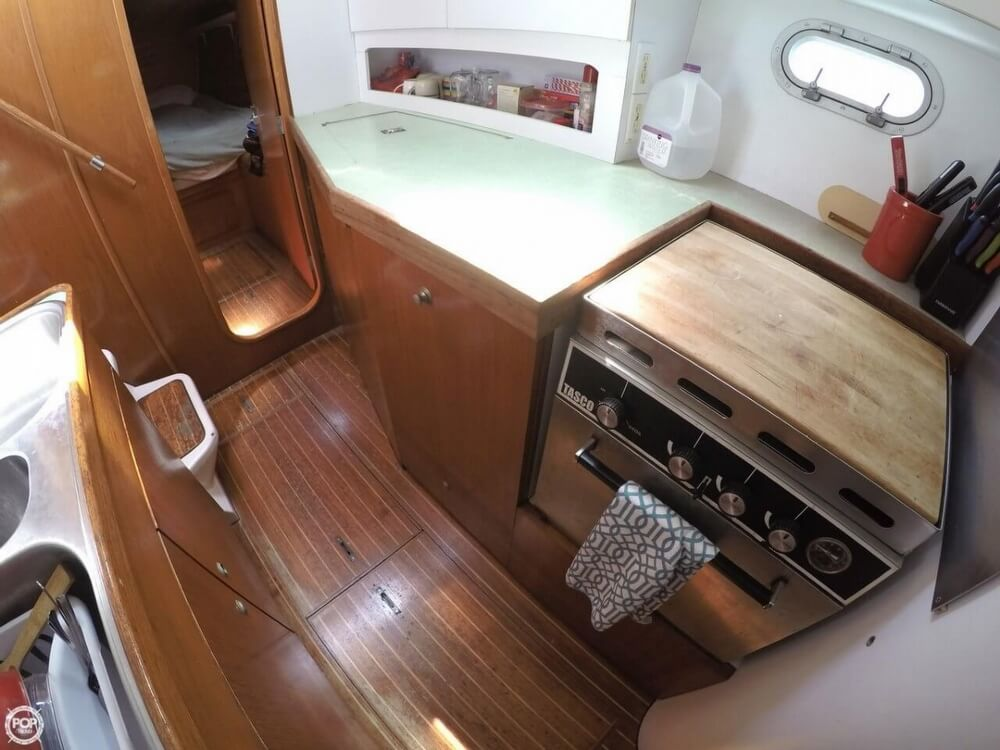 1994 Jeanneau boat for sale, model of the boat is Lagoon 47 & Image # 9 of 40