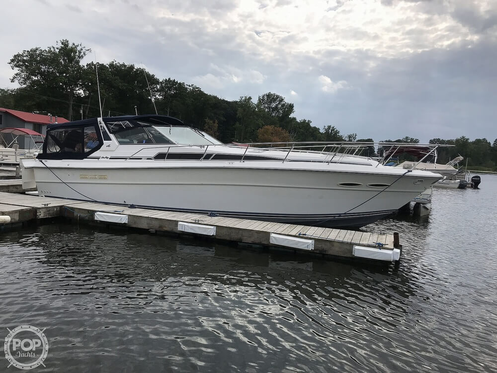 1989 Sea Ray boat for sale, model of the boat is 390 Express Cruiser & Image # 17 of 40