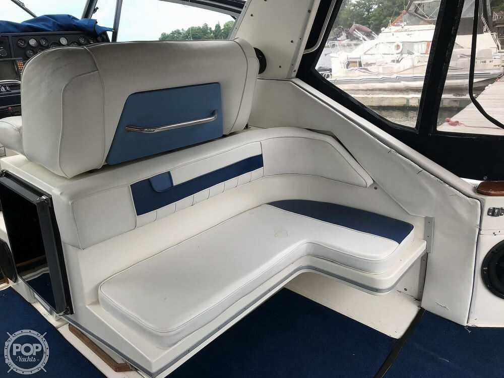 1989 Sea Ray boat for sale, model of the boat is 390 Express Cruiser & Image # 14 of 40
