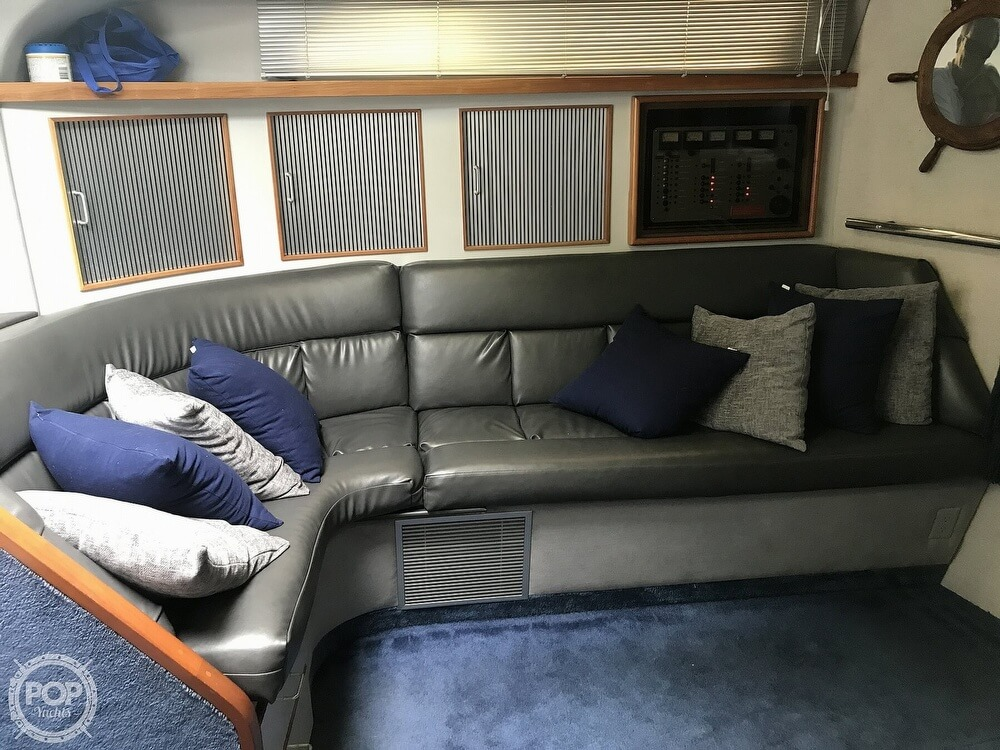 1989 Sea Ray boat for sale, model of the boat is 390 Express Cruiser & Image # 15 of 40