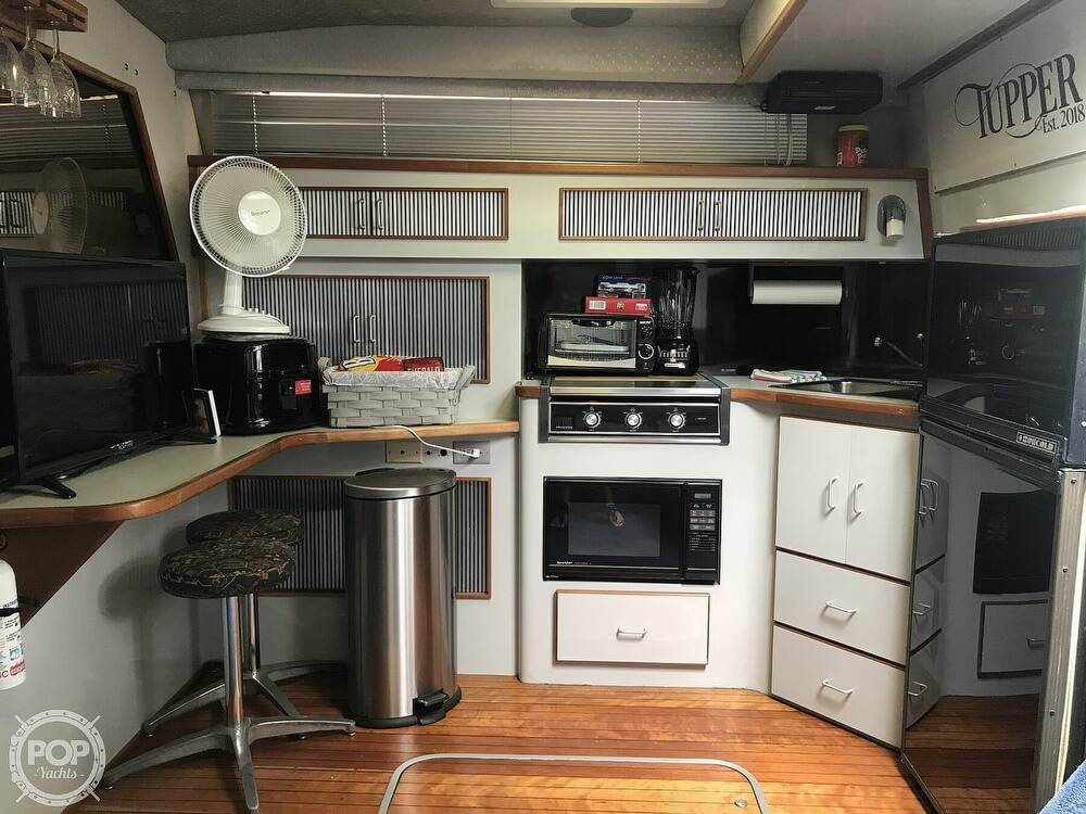 1989 Sea Ray boat for sale, model of the boat is 390 Express Cruiser & Image # 6 of 40