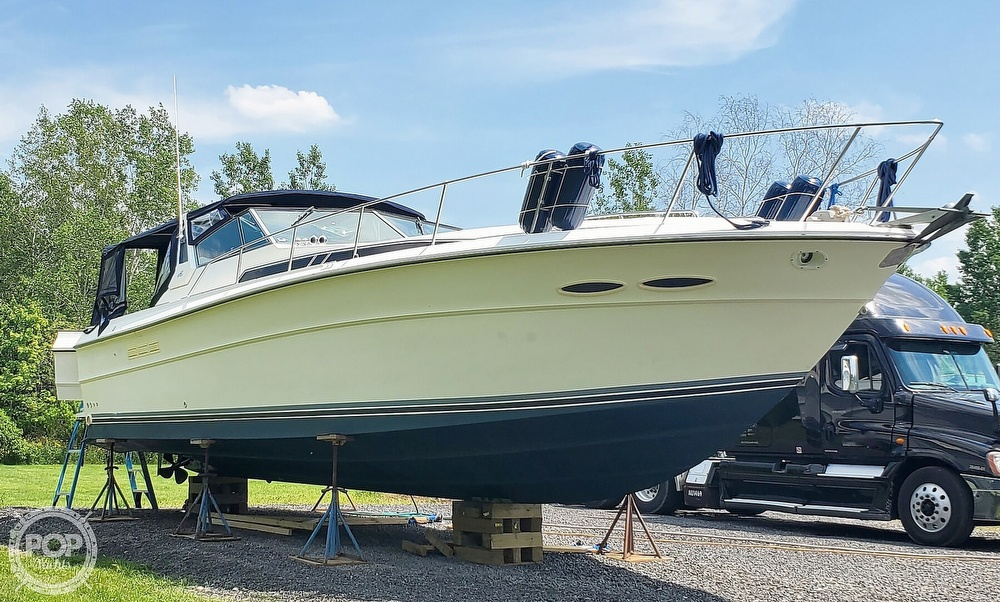 1989 Sea Ray boat for sale, model of the boat is 390 Express Cruiser & Image # 2 of 40