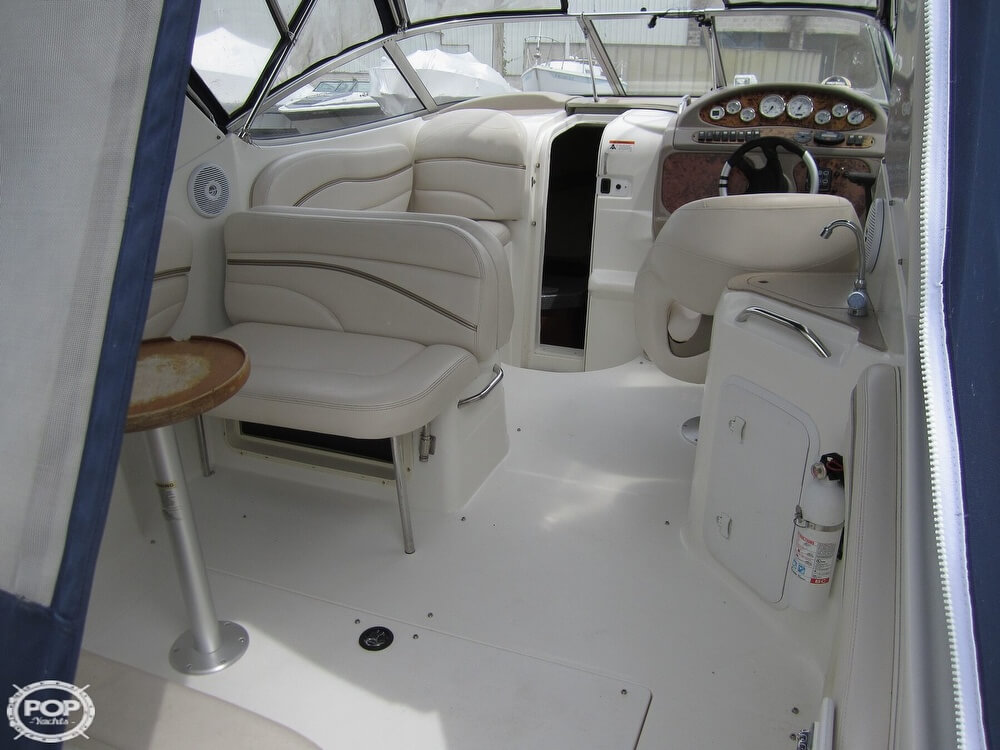 2005 Larson boat for sale, model of the boat is Cabrio 260 & Image # 3 of 40