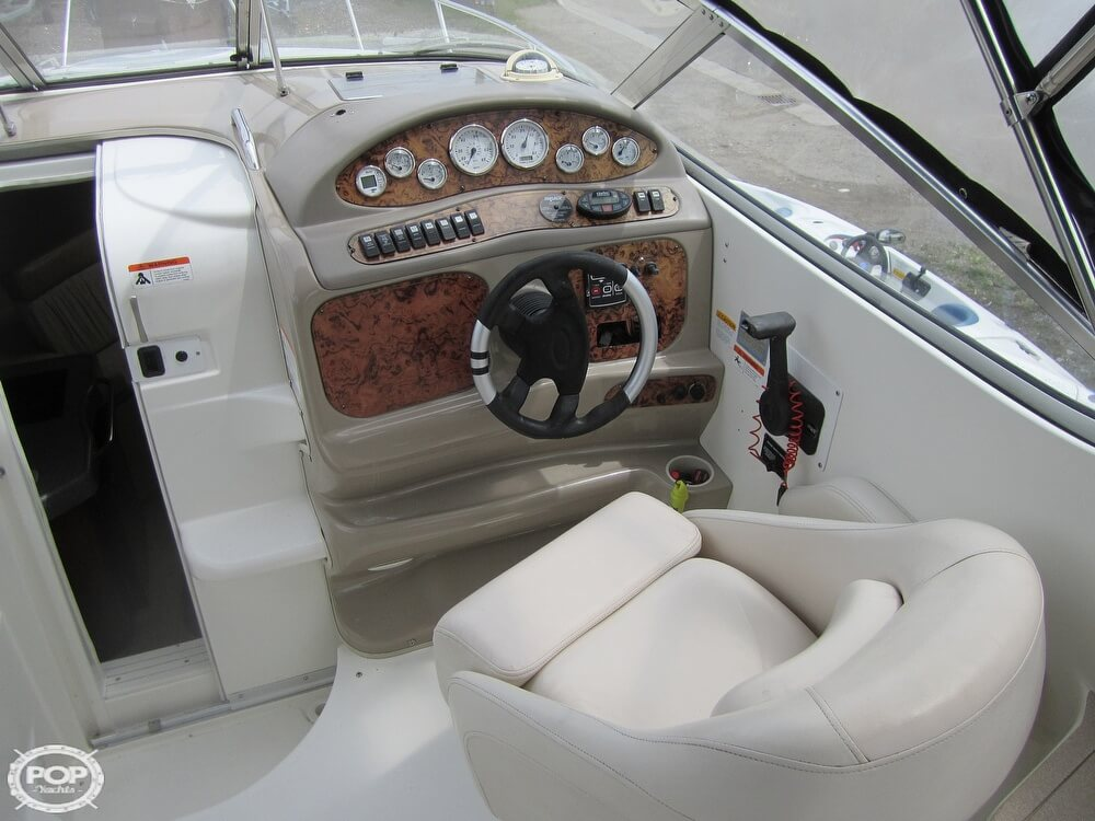 2005 Larson boat for sale, model of the boat is Cabrio 260 & Image # 12 of 40