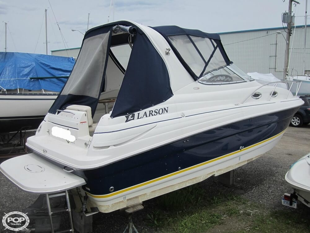 2005 Larson boat for sale, model of the boat is Cabrio 260 & Image # 19 of 40