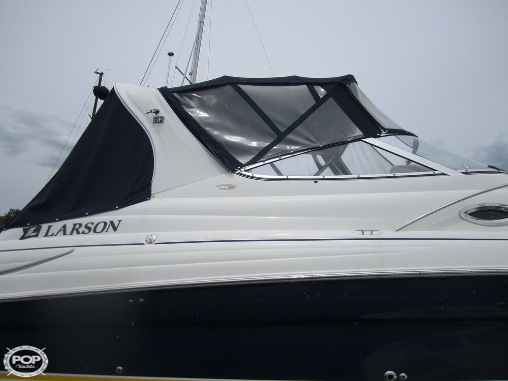 2005 Larson boat for sale, model of the boat is Cabrio 260 & Image # 32 of 40