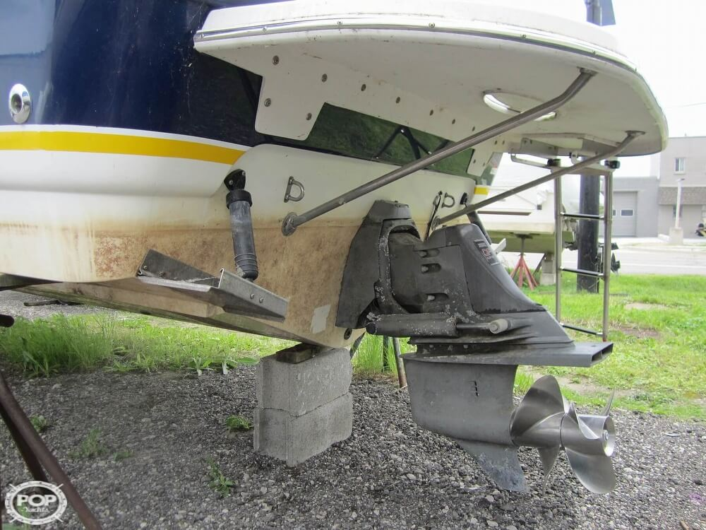 2005 Larson boat for sale, model of the boat is Cabrio 260 & Image # 34 of 40