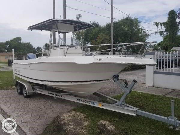 2004 Robalo boat for sale, model of the boat is R 230 & Image # 4 of 41