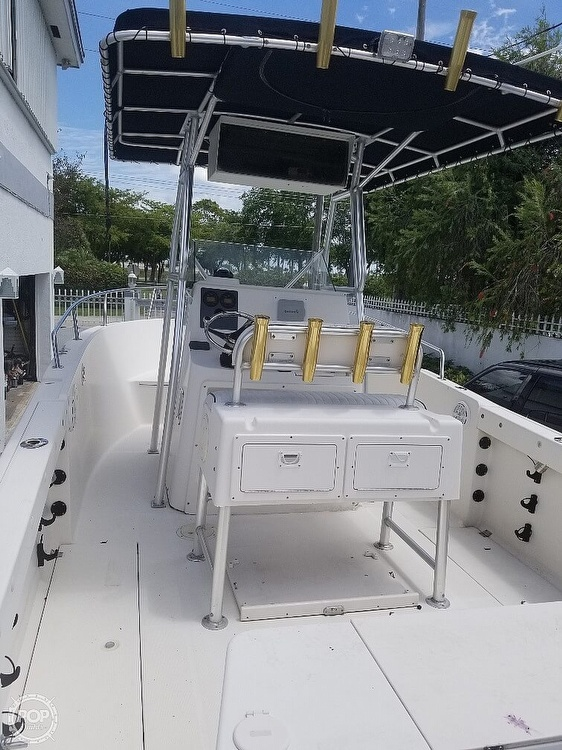 2004 Robalo boat for sale, model of the boat is R 230 & Image # 5 of 41