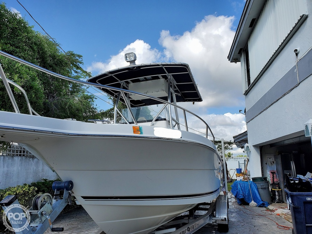 2004 Robalo boat for sale, model of the boat is R 230 & Image # 2 of 41
