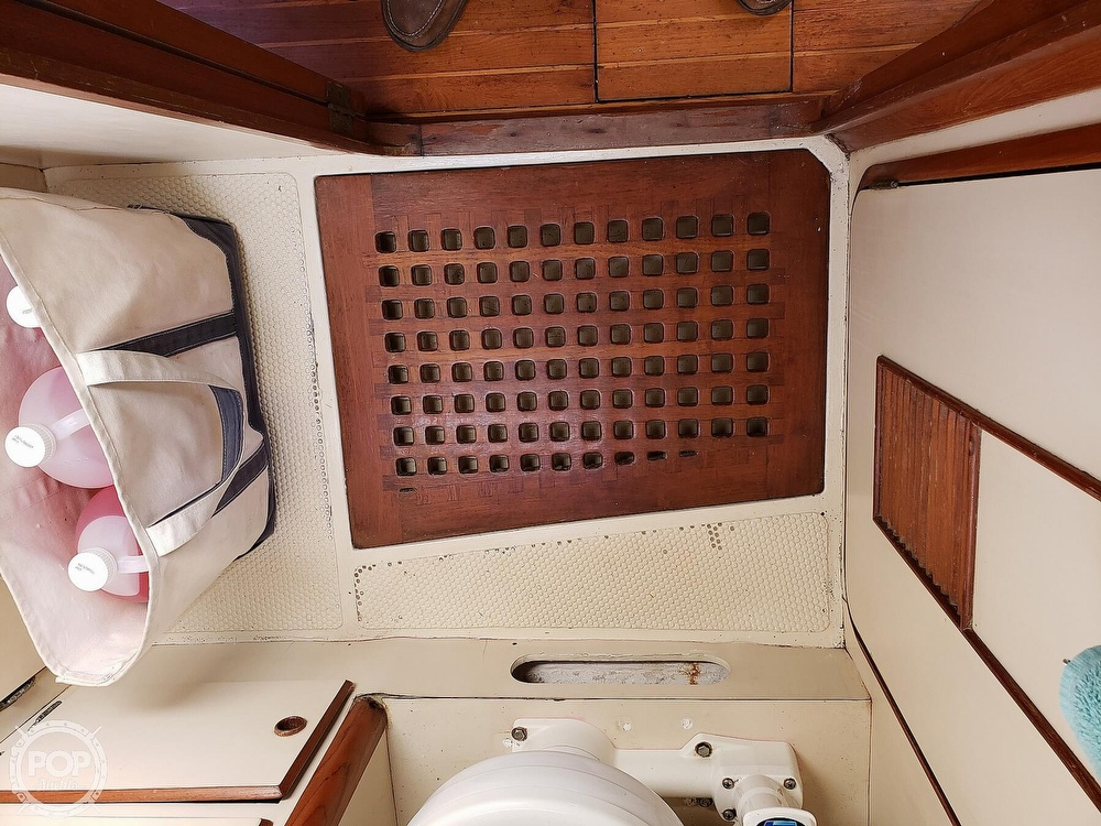 1991 Brewer boat for sale, model of the boat is Dolphin 43 & Image # 34 of 40