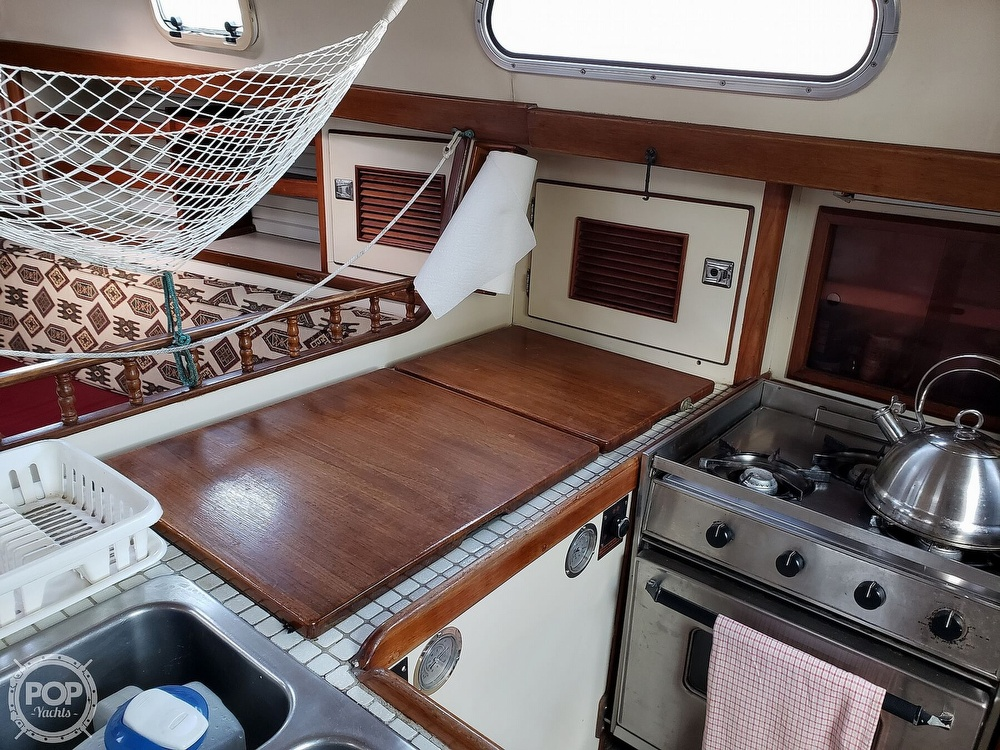 1991 Brewer boat for sale, model of the boat is Dolphin 43 & Image # 36 of 40