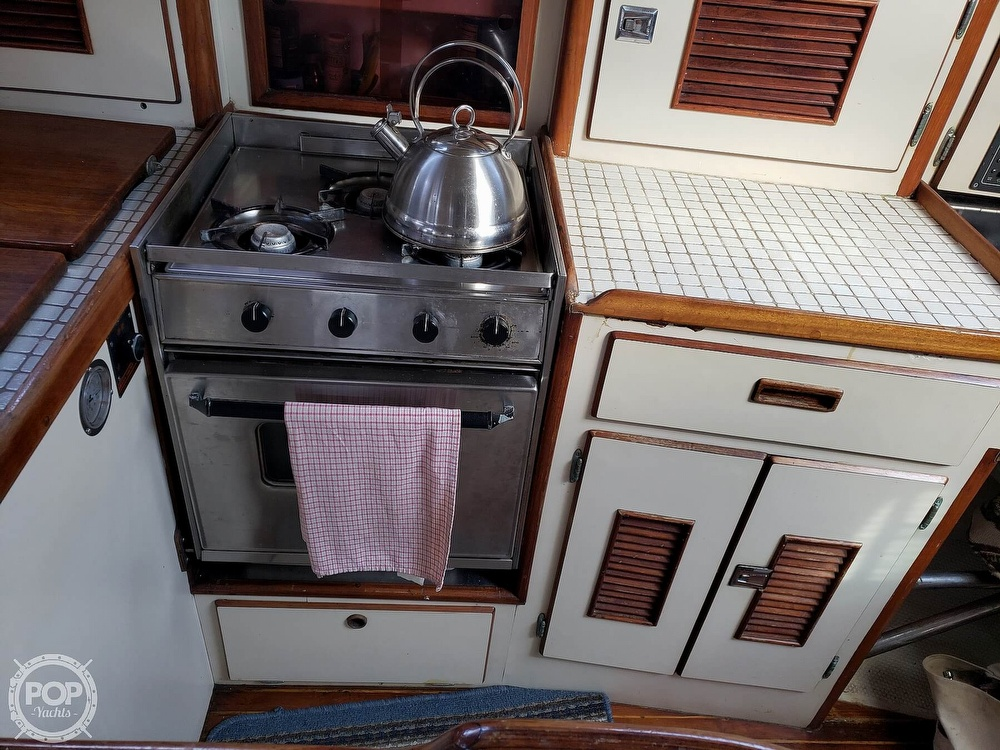 1991 Brewer boat for sale, model of the boat is Dolphin 43 & Image # 37 of 40