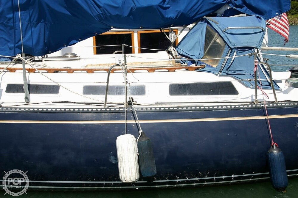 1982 Catalina Yachts boat for sale, model of the boat is 38 & Image # 9 of 40