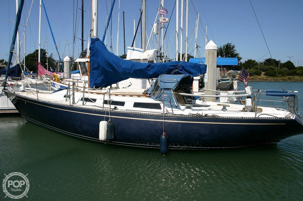 1982 Catalina Yachts boat for sale, model of the boat is 38 & Image # 13 of 40
