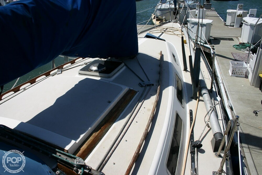 1982 Catalina Yachts boat for sale, model of the boat is 38 & Image # 14 of 40