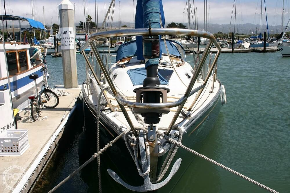 1982 Catalina Yachts boat for sale, model of the boat is 38 & Image # 18 of 40