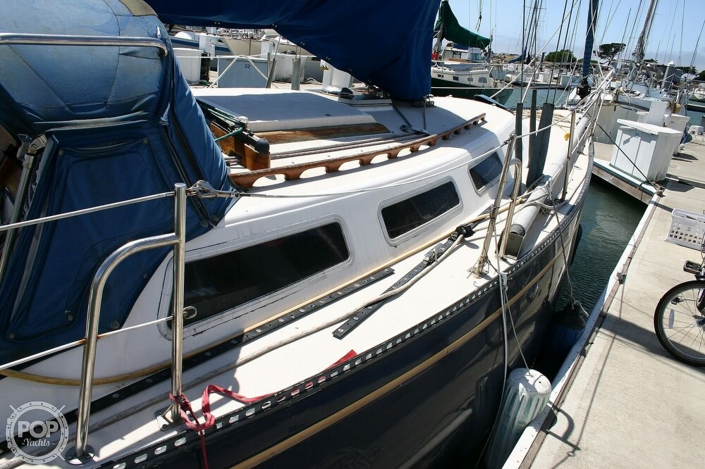 1982 Catalina Yachts boat for sale, model of the boat is 38 & Image # 20 of 40
