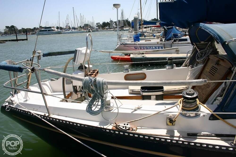 1982 Catalina Yachts boat for sale, model of the boat is 38 & Image # 22 of 40