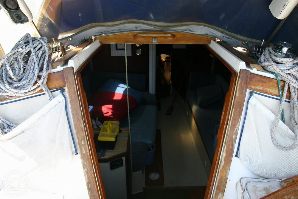 1982 Catalina Yachts boat for sale, model of the boat is 38 & Image # 24 of 40