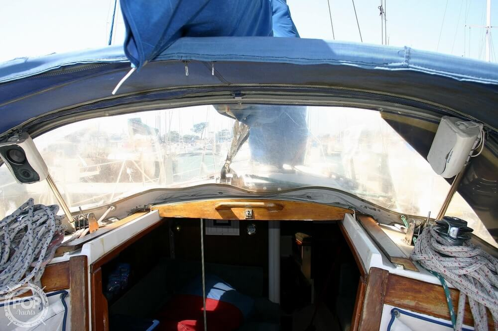 1982 Catalina Yachts boat for sale, model of the boat is 38 & Image # 32 of 40