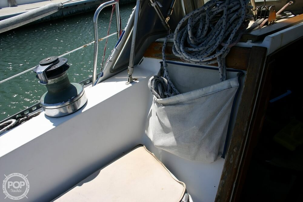 1982 Catalina Yachts boat for sale, model of the boat is 38 & Image # 33 of 40