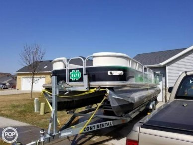Sun Tracker Party Hut 30, 30, for sale - $24,900