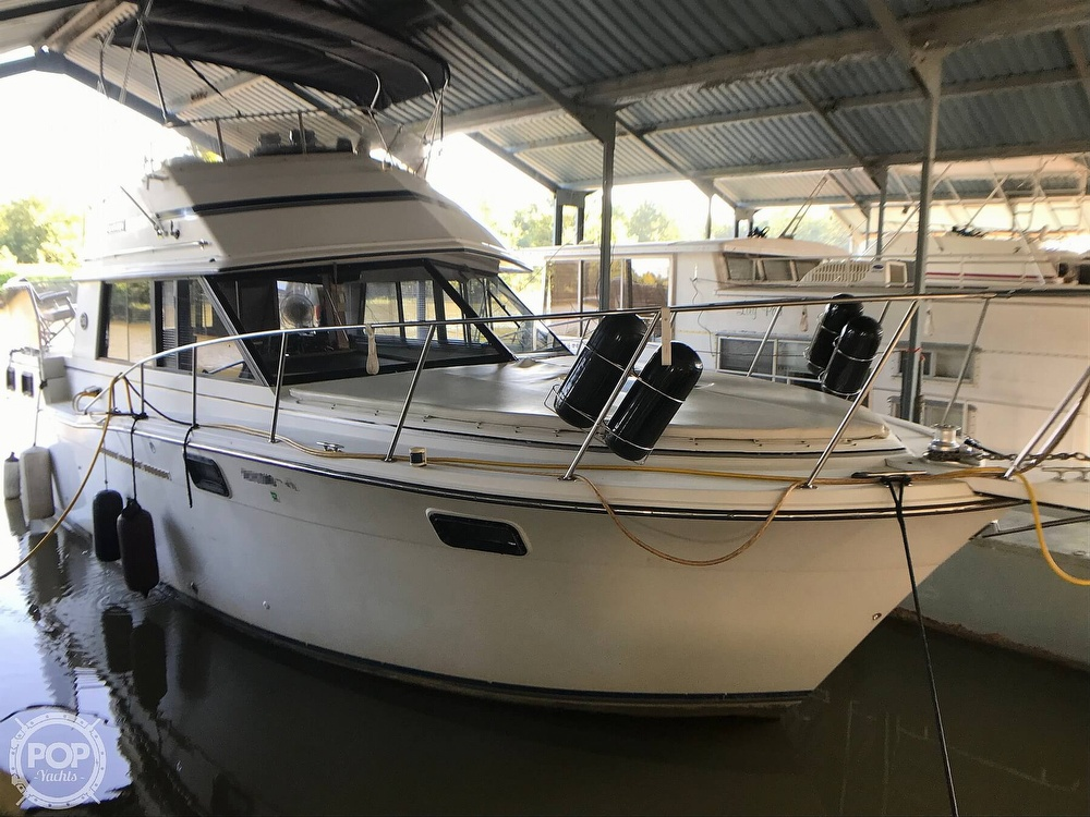 1989 Carver boat for sale, model of the boat is 3207 Aft Cabin & Image # 3 of 40