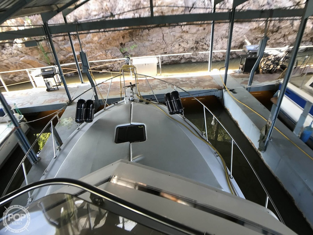 1989 Carver boat for sale, model of the boat is 3207 Aft Cabin & Image # 8 of 40