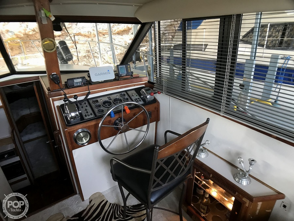 1989 Carver boat for sale, model of the boat is 3207 Aft Cabin & Image # 15 of 40
