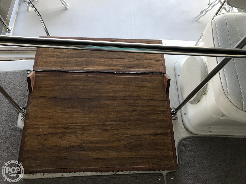 1989 Carver boat for sale, model of the boat is 3207 Aft Cabin & Image # 39 of 40