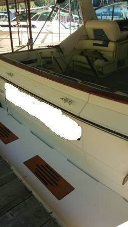 1988 Sea Ray boat for sale, model of the boat is 390 Express & Image # 8 of 41