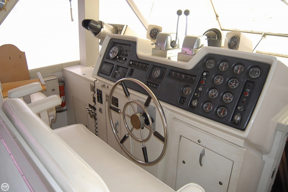 1972 Chris Craft boat for sale, model of the boat is 47 Commander & Image # 2 of 40