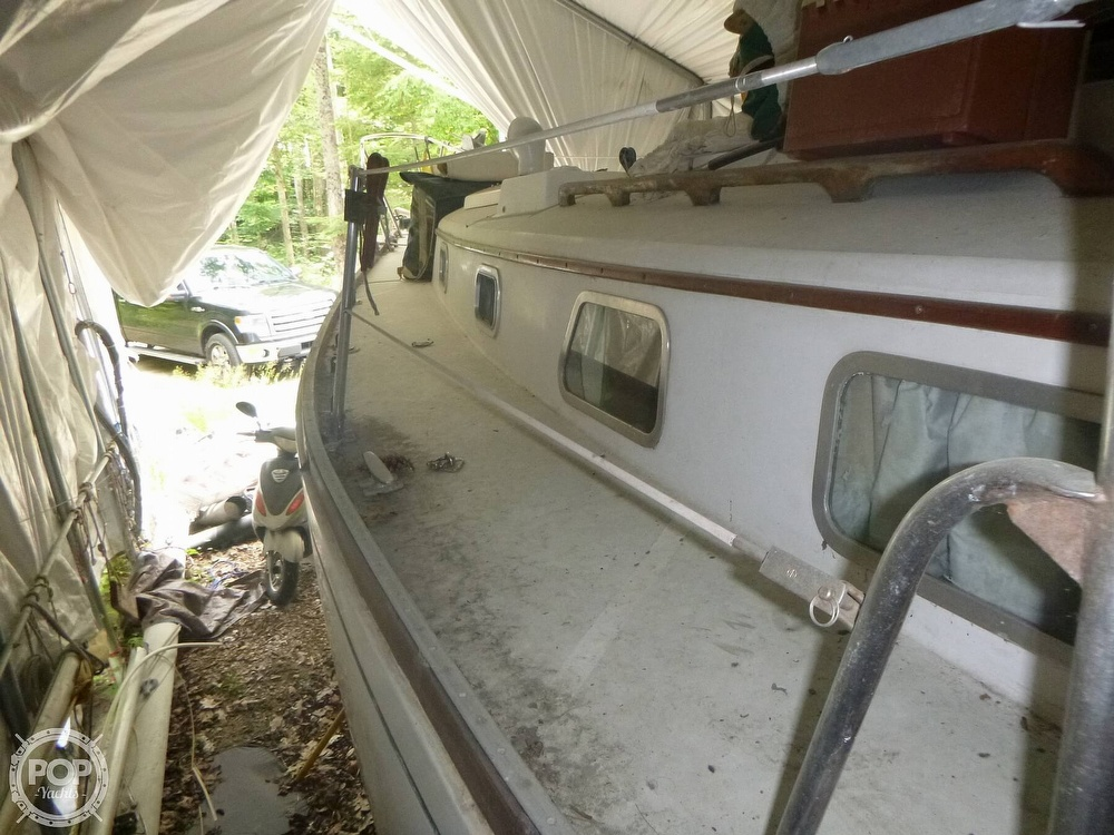 1977 Bristol boat for sale, model of the boat is 32 & Image # 14 of 40